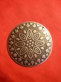 Medalion metal si email , d= 5,3 cm , cu ornamente incrustate