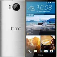 Smartphone HTC One M9 Plus 32GB Gold on Silver