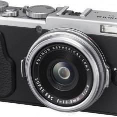 Aparat foto Fujifilm X70 argintiu - Aparate foto compacte
