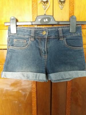Pantaloni foarte scurti de blugi foto