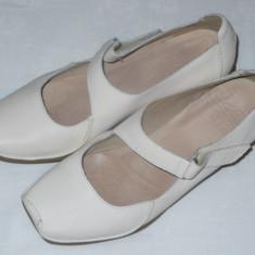 Pantofi din piele, CLARKS - OKAZIE - Pantof dama Clarks, Culoare: Crem, Marime: 40, Piele naturala, Cu toc