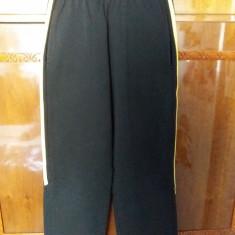 Pantaloni de trening negri cu 2 dungi galbene laterale, Marime: 38, Culoare: Negru, Baieti