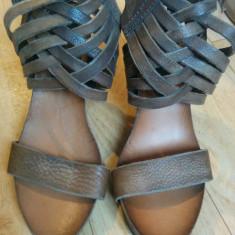 Sandale din piele marimea 38, sunt noi!