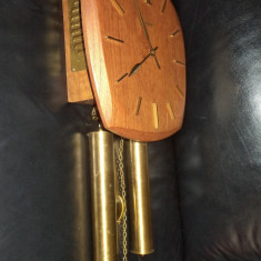 Un superb ceas de perete cu 2 greutati marca Junghans