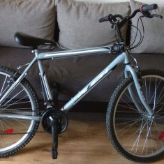 Bicicleta de oras cu inca un an garantie data de magazin. Foarte putin folosita, 17 inch, 26 inch, Numar viteze: 18