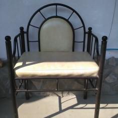 Bancheta vintage din fier forjat