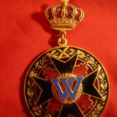 Decoratie - Coroana, Cruce neagra si W, metal si email, h= 8 cm