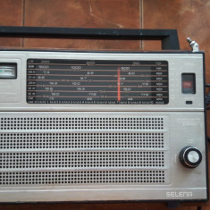 RADIO SELENA B 216 , FUNCTIONEAZA .