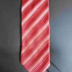 Cravata Hugo Boss; 100% bumbac; 145 cm lungime totala; impecabila, ca noua, Culoare: Din imagine