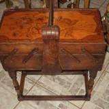 Antica masuta casetata pentru depozitare ace si papiote perioada
