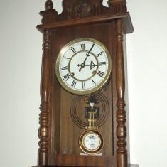 Pendula, ceas de perete deosebit Le Roi A Paris in stare exceptionala