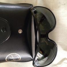 Vând ochelari de soare Ray Ban