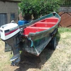Barca cu motor