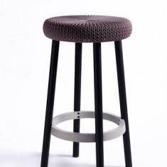 Scaun de bar inalt cu picioare din metal Cozi CURVER