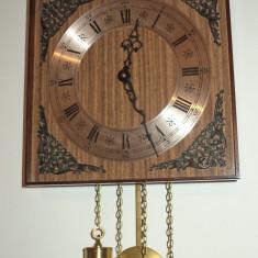 Ceas de perete, pendula cu 2 greutati marca Hermle in stare exceptionala