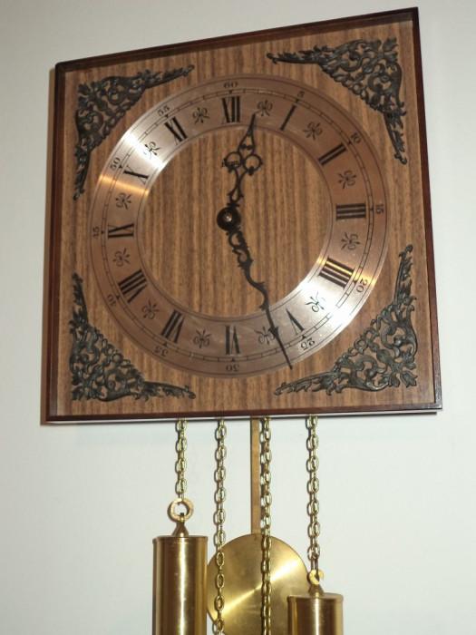 Ceas de perete ,pendula cu 2 greutati marca Hermle in stare exceptionala