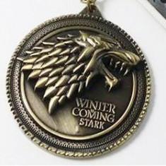 Pandantiv metalic Game Of Thrones - House Stark (cu lantisor) - Pandantiv fashion