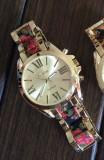 Cumpara ieftin NOU Ceas de dama metalic auriu elegant curea imprimeu floral negru rosu GENEVA
