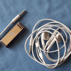 iPod Shuffle Apple 2Gb A 3 generatie (A38) Acumulator 7 ore +incarcator si casti, 3rd generation, Argintiu