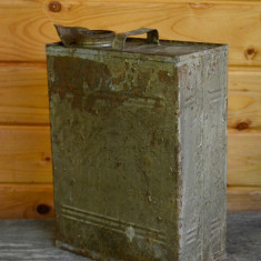 Bidon recipient vechi din tabla zincata pentru petrol, decor, recuzita - Metal/Fonta, Vase