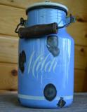 Vas, recipient vechi din tabla emailata 2L Milch