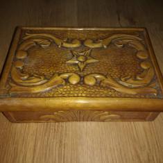 Cutie veche sculptata manual - Cutie Bijuterii