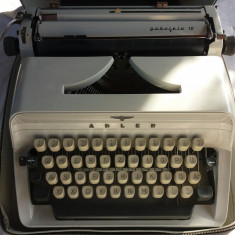 Masina de scris adler