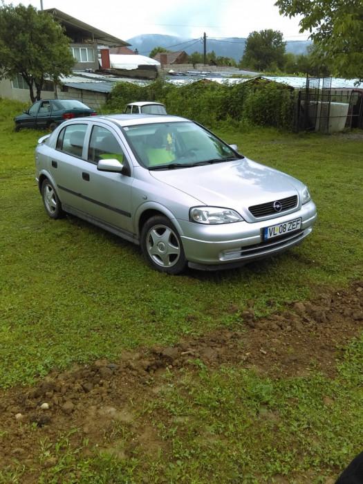 Opel Astra foto mare