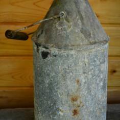 Bidon recipient vechi din tabla zincata pentru petrol - Metal/Fonta, Vase