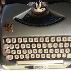 Masina de scris portabila vintage