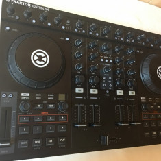 Consola Native instruments KONTROL S4 - Console DJ
