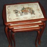 Elegant set compus din 3 masute cu blaturi din faianta pictate manual,