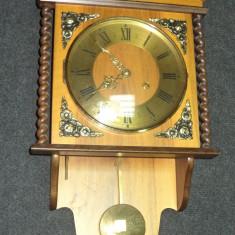Ceas de perete antic o piesa deosebita cu elemente din bronz un model