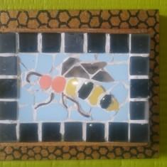 Tablou Fagurele auriu - Mozaic Albina in stup cu miere - Suvenir artizanat