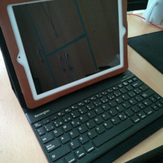 Apple iPad 2 Wi-Fi - 16 GB + Tastatura + Husa - Tableta iPad 2 Apple, Alb