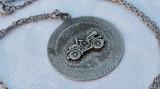 Medalion argint AUTOMOBIL de EPOCA vechi SPLENDID vintage pe Lant argint Vechi