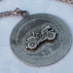 Medalion argint AUTOMOBIL de EPOCA vechi SPLENDID vintage pe Lant argint Vechi - Bijuterie veche