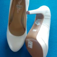 Pantofi albi din piele naturala, noi, mărimea 37, preț de lichidare - Pantof dama, Cu toc
