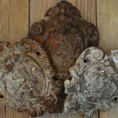 SET 3 BLAZOANE / SIGLE / EMBLEME VECHI DE LA SOBE DE EPOCĂ VESTA, FONTĂ MASIVĂ! - Metal/Fonta, Ornamentale