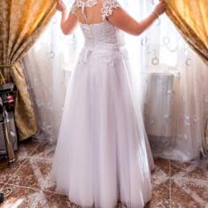 Rochie de mireasa cu voal si coronița, Rochii de mireasa A-line
