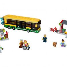 LEGO City - Statie de autobuz 60154