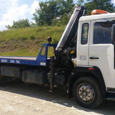 Camion Volvo platformă cu macara