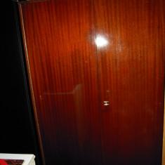 Dulap pentru haine din lemn masiv lacuit, dimensiuni: H=185xL=145xl=114 cm - Dulap hol