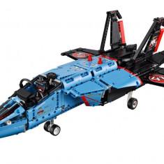 LEGO Technic - Avion cu reactie pentru curse 42066