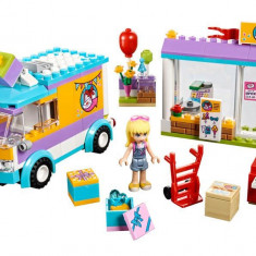 LEGO Friends - Distribuirea cadourilor in Heartlake 41310