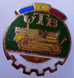 I.180 INSIGNA ROMANIA AUTO UTB UZINA TRACTORUL BRASOV TRACTOR V1 h19mm email, Romania de la 1950
