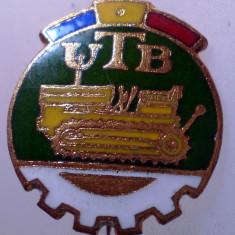 I.116 INSIGNA ROMANIA AUTO UTB UZINA TRACTORUL BRASOV TRACTOR V1 h19mm email