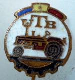 I.213 INSIGNA STICKPIN ROMANIA AUTO UTB UZINA TRACTORUL BRASOV TRACTOR V2 h19mm, Romania de la 1950