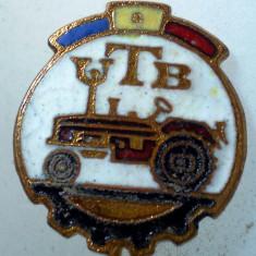 I.213 INSIGNA STICKPIN ROMANIA AUTO UTB UZINA TRACTORUL BRASOV TRACTOR V2 h19mm