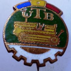 I.195 INSIGNA ROMANIA AUTO UTB UZINA TRACTORUL BRASOV TRACTOR V1 h19mm email